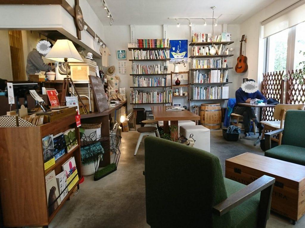カフェ クロスポイントの店内