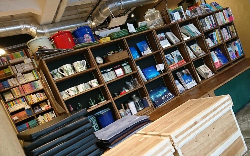 カフェ オメガの書店